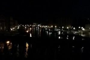 ベニス 早朝の運河