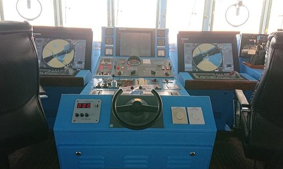 ウインドスター 操舵室