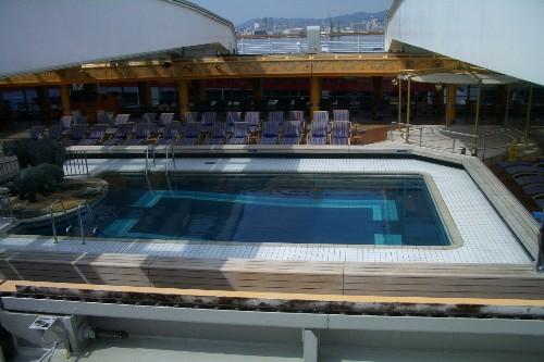 アムステルダム 全天候型プール