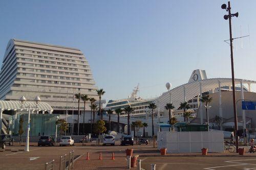 オーシャニア・ノーティカ 神戸港からの外観